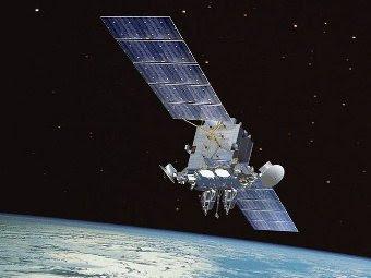 Компьютерная модель спутника AEHF. Изображение ВВС США с сайта en.wikipedia.org