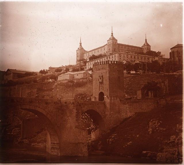 Puente de Alcántara y Alcázar en los años 20. Fotografía de Ángel del Campo Cerdán