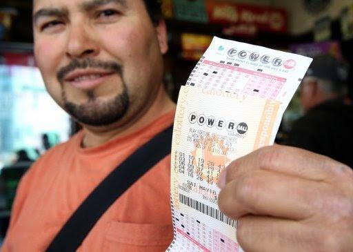Um apostador da Flórida receberá a quantia de 590 milhões de dólares que estava em jogo na loteria americana Powerball, o maior prêmio atribuído até hoje a apenas uma pessoa nos Estados Unidos. Foto: AFP/Getty Images Justin Sullivan