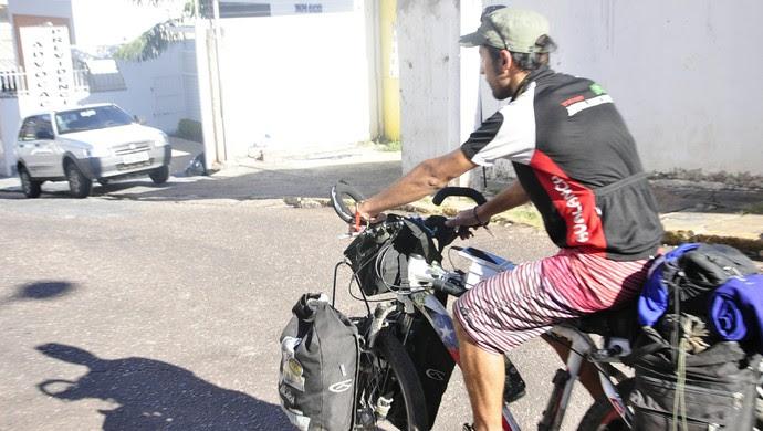 Depois do jogo de estreia Cristian segue viagem de carro (Foto: Christian Guimarães)