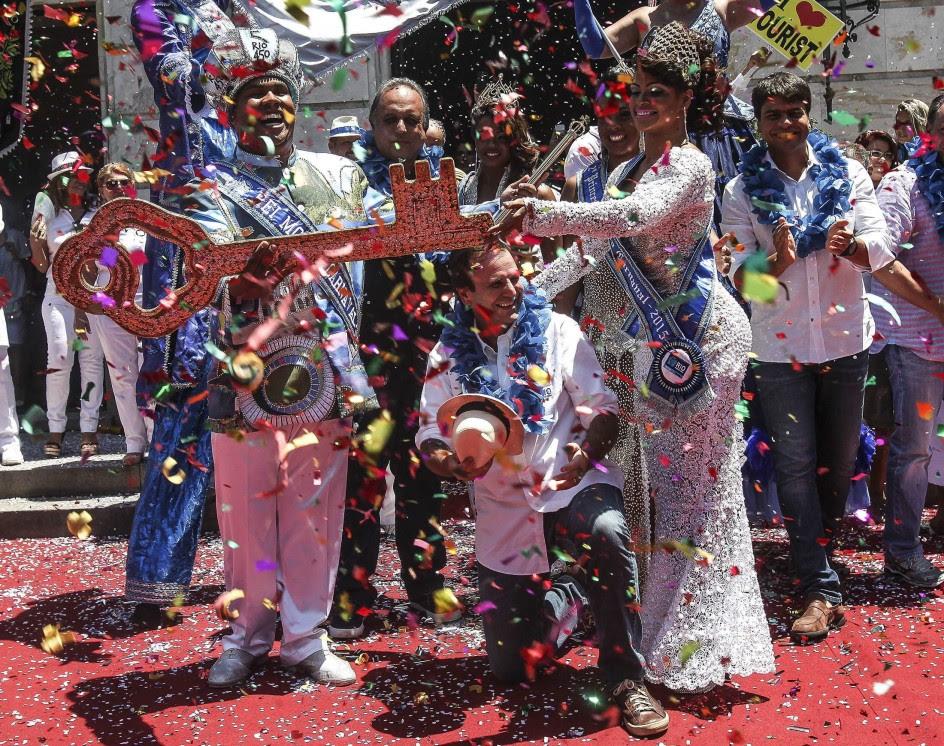 El rey Momo recibe las llaves de la ciudad de Río de Janeiro