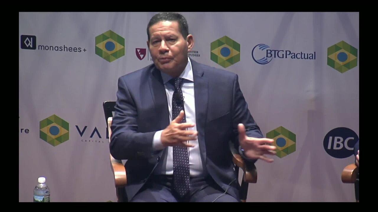 Resultado de imagem para Bolsonaro fará anúncio sobre MEC amanhã, diz Mourão