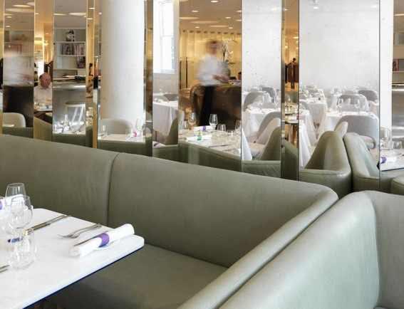 restaurant interior decorating photos