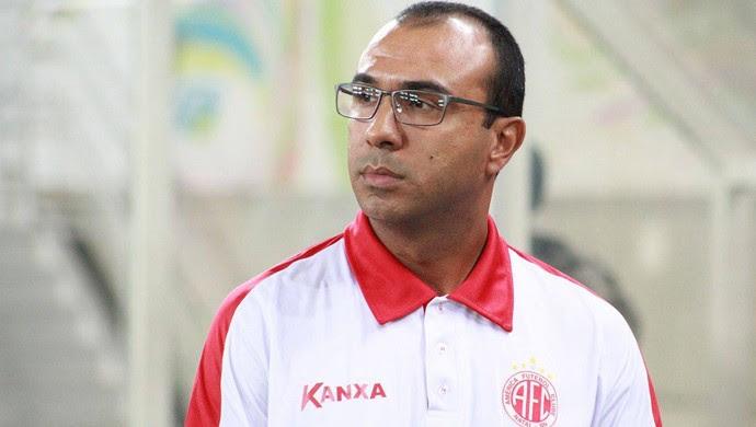 Felipe Surian técnico do América-RN (Foto: Fabiano de Oliveira/GloboEsporte.com)