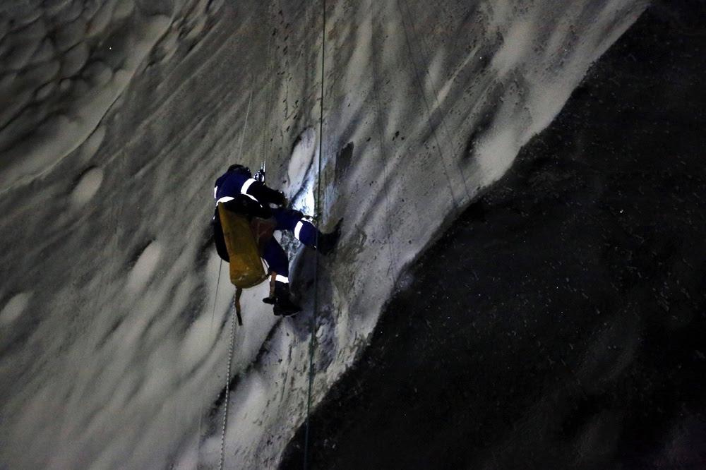 """Ученые впервые спустились на дно гигантской """"черной дыры"""" на Ямале"""