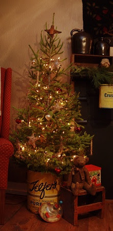 .Love the idea of a small tree in a tin! Especially since we have no space this Christmas