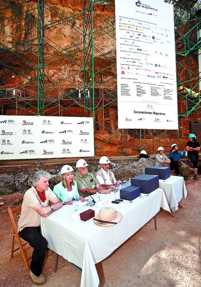Los tres codirectores presentaron el balance de la campaña junto a la consejera de Cultura. Luis López Araico