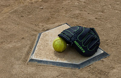 How to Pick a Softball Glove that Fits