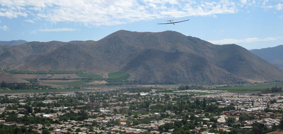 glider over the Elqui Valley