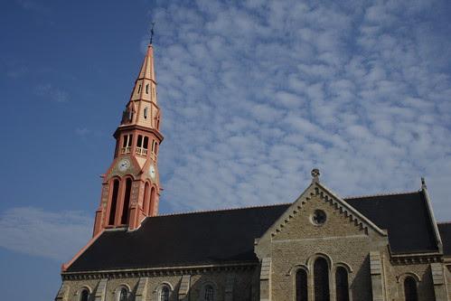 Eglise et nuages