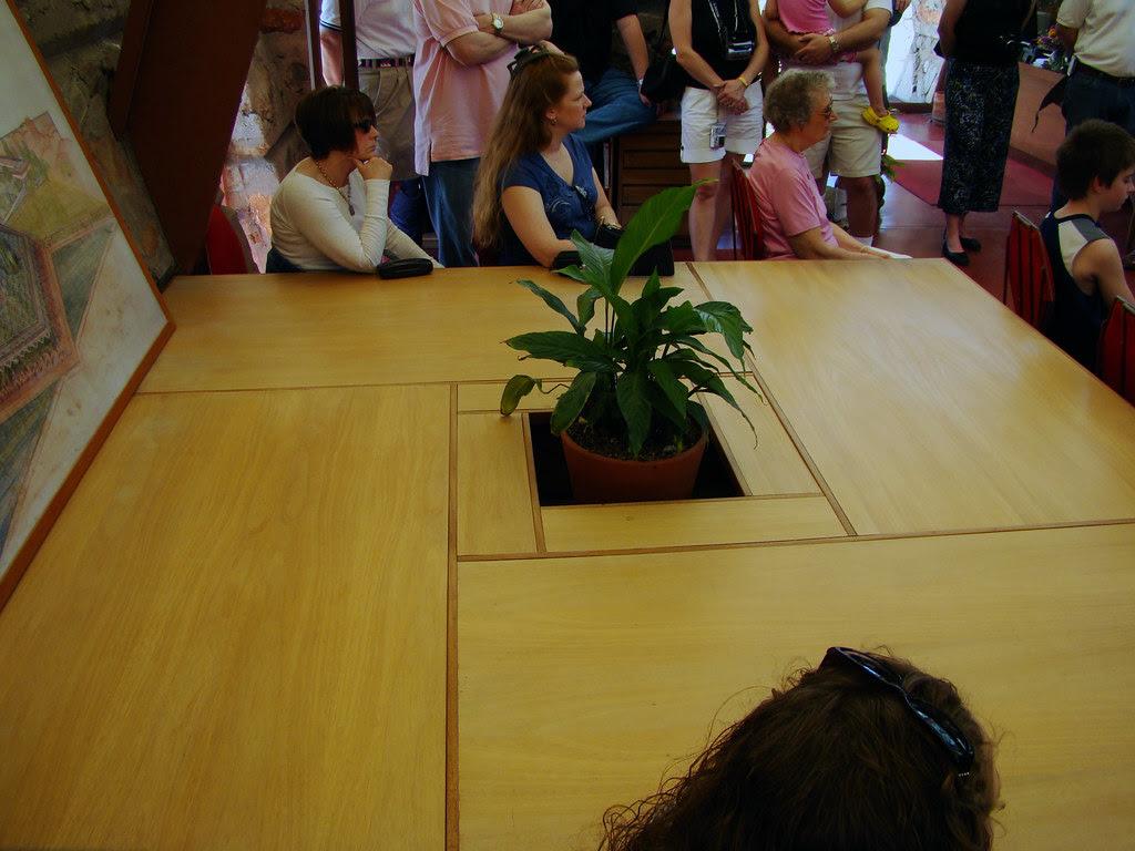 DSC00587 Taliesin West FLW table