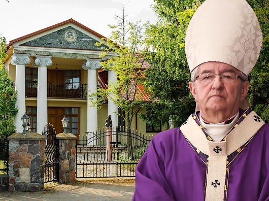 Pałac i prywatny kościół - tak wygląda posiadłość arcybiskupa Sławoja Leszka Głódzia - Społeczeństwo - Newsweek.pl