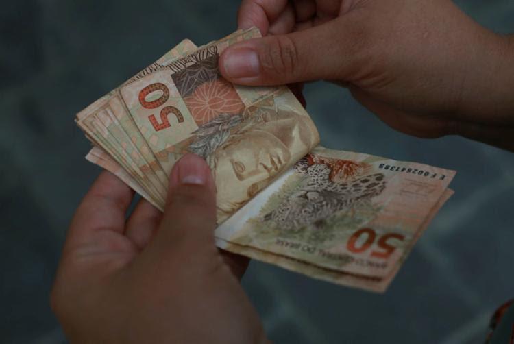 A estratégia é fazer aportes para obter dedução no imposto do ano seguinte - Foto: Joá Souza | Ag. A TARDE