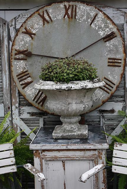 Love this huge clock and the old crusty urn. I Have this exact urn and my ex hid it from me in my move:(