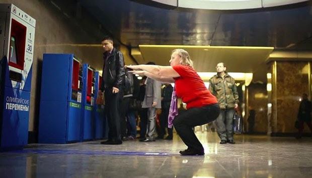http://asalasah.blogspot.com/2013/12/dapat-tiket-kereta-gratis-dengan-squat.html