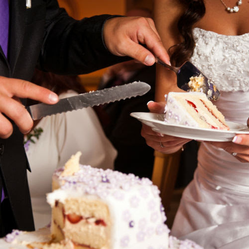 Steps For Properly Cutting A Wedding Cake - Wedding Venues in Orange County - Orange County Wedding Venues