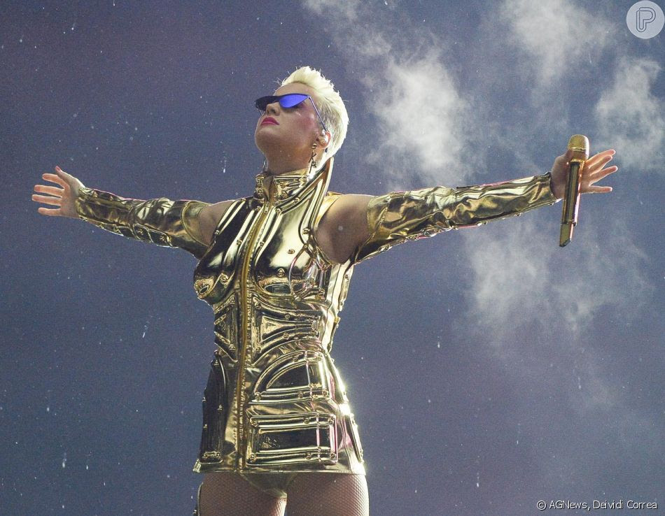 Katy Perry foi prestigiada por Maisa Silva, que foi ao show com o namorado