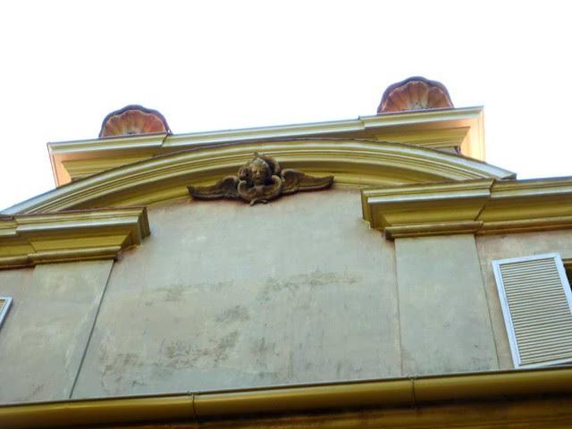 P1040482-2010-10-10-Pink-Palace-North-Facade-Angel