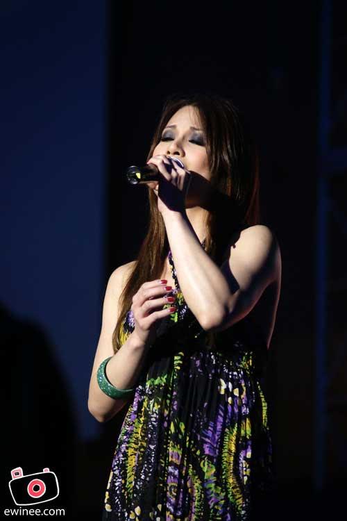 Hannah-Tan-Christmas-Concert-Garden