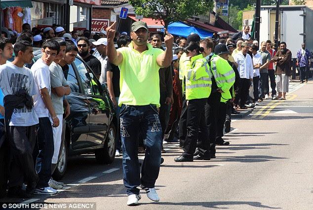 Luton muslim groups clash