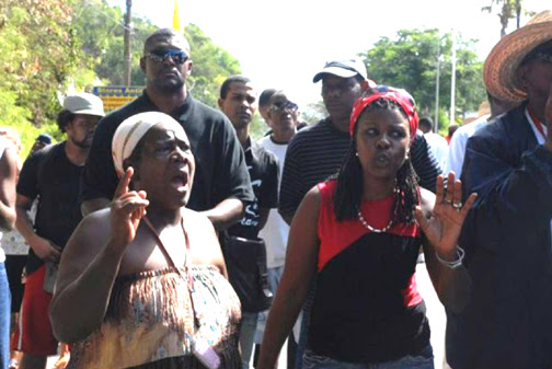 With unemployment at 23 percent and world economies in a tailspin, the people of Guadeloupe and Martinique are showing the world how to get their demands heard. Women and men are risking their lives to demand justice. - Photo: LKP