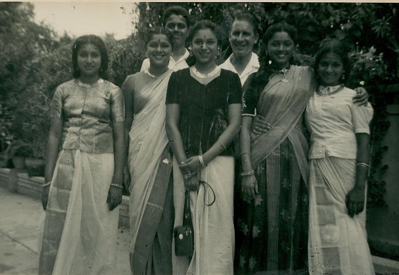 http://www.betsywoodman.com/wordpress/wp-content/uploads/2013/02/Sisters-cousins-Chandran-Ev-2.jpg