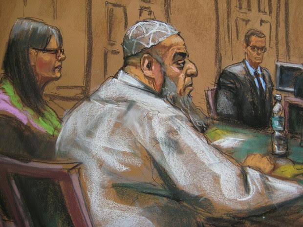 Esboço mostra Khalid al-Fawwaz na corte federal de Nova York na terça-feira (20) (Foto: Reuters/Jane Rosenberg)