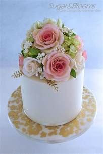 Best 25  Fondant flower cake ideas on Pinterest   Easy