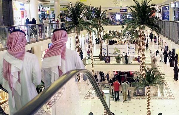 98f19eb4a وجه أمير الرياض بإيقاع عقوبة السجن (5) أيام بحق من تثبت ضده تهمة المعاكسة  في الأسواق التجارية ، والحبس (35) يوماً والإحالة للقضاء لمزيد من العقاب في  حال ...