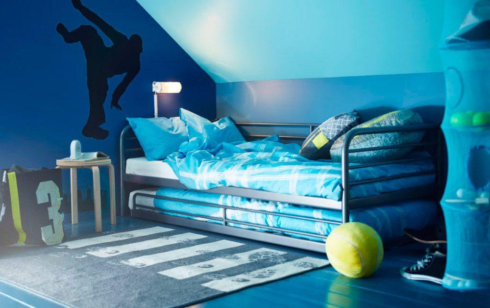 Habitación juvenil Ikea en una buhardilla :: Imágenes y fotos