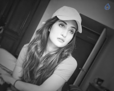 Anisha Singh New Pics - 4 of 10