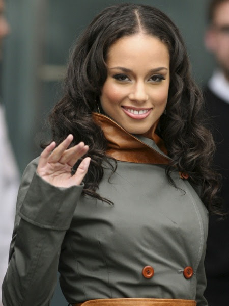 http://vibesource.files.wordpress.com/2008/05/alicia_keys_111507_0001.jpg