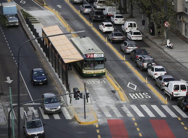Debutaron los carriles centrales para transporte público