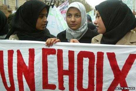 http://news.bbcimg.co.uk/media/images/71130000/jpg/_71130191_french-protest.jpg