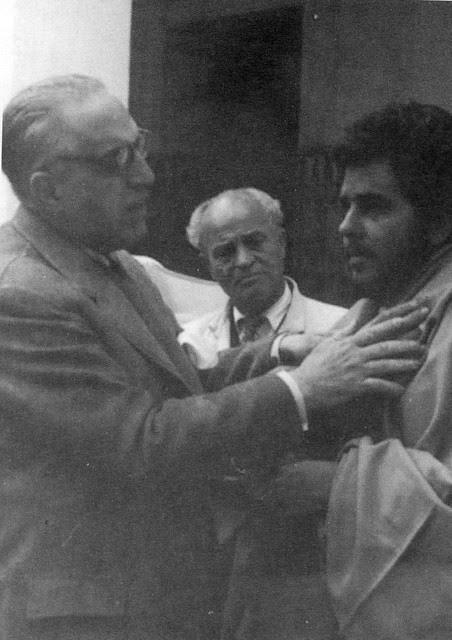 Greogorio Marañón dirige la sesión de fotos con dementes en el Hospital del Nuncio en 1955. Fotografía Rodríguez
