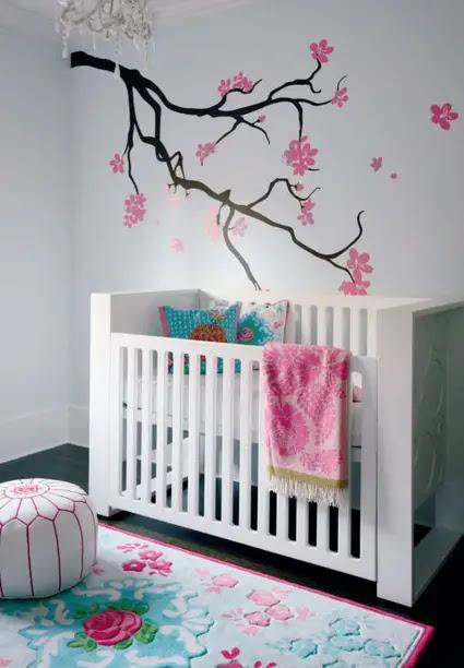 Árbol para decorar la pared de un dormitorio de bebé