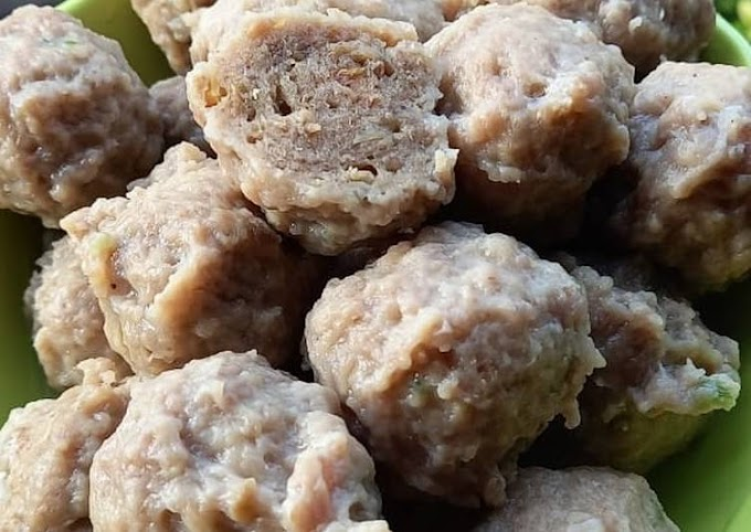 Bagaimana Membuat Pentol Bakso Daging Sapi yang Bikin Ngiler