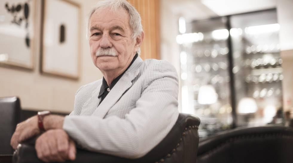 El escritor español Eduardo Mendoza en el hotel Majestic de Barcelona en 2014.
