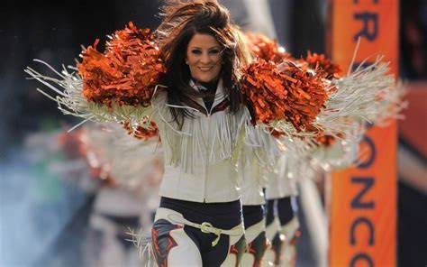 NFL cheerleaders admit their work ?doesn?t pay the bills