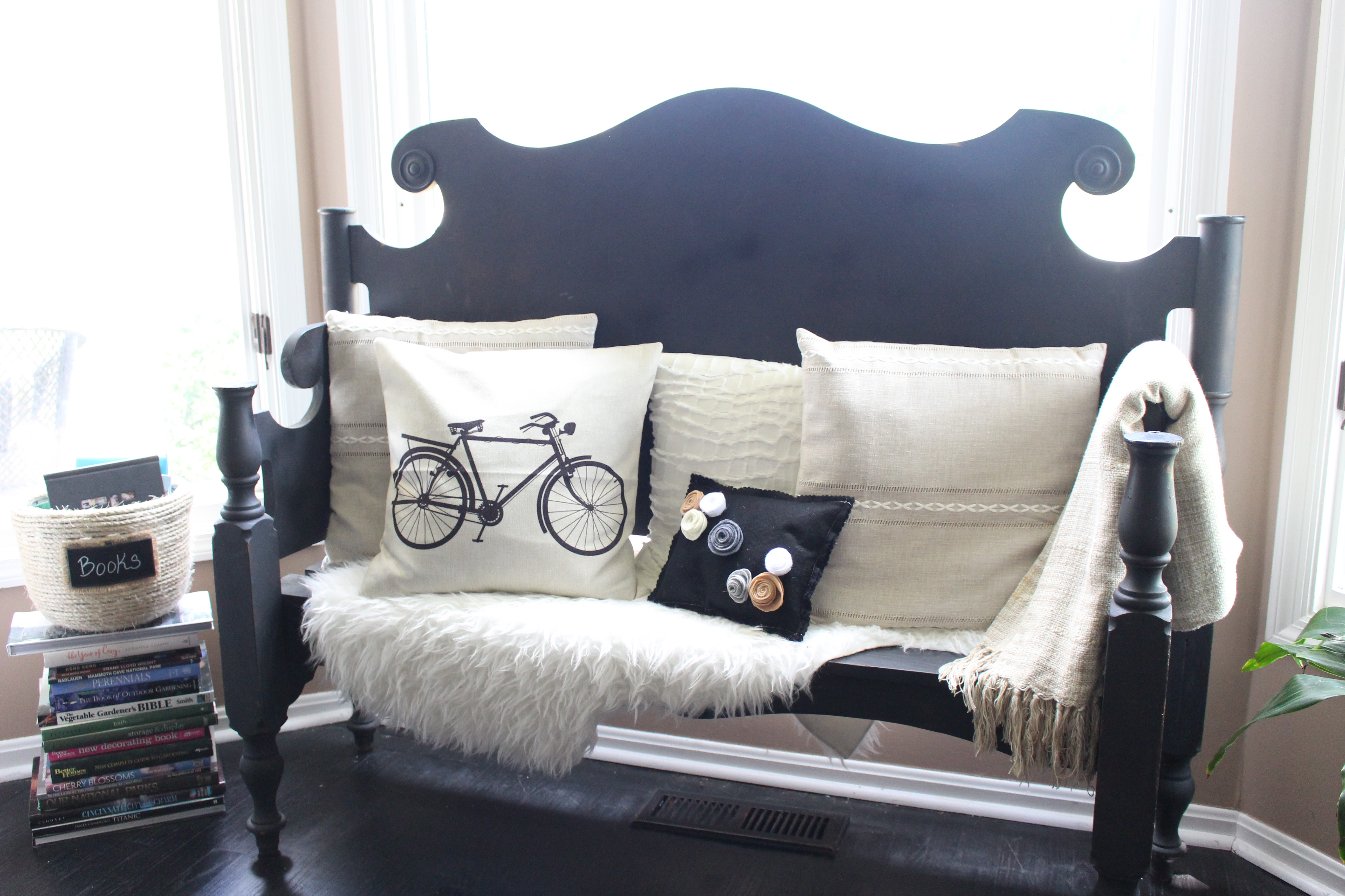 Headboard bench by www.mylifefromhome.com