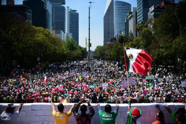En pleine crise diplomatique entre Mexico et Washington, des milliers de... (Photo AFP)