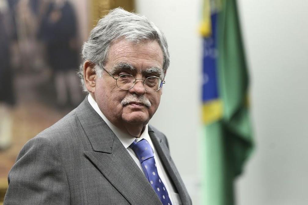 O advogado Antônio Claudio Mariz de Oliveira, que defende o presidente Michel Temer na CCJ durante leitura de relatório sobre denúncia de corrupção (Foto: Marcelo Camargo/Agência Brasil)