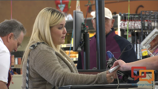 Caught on camera: Grocery store shoppers get a surprise | St George News