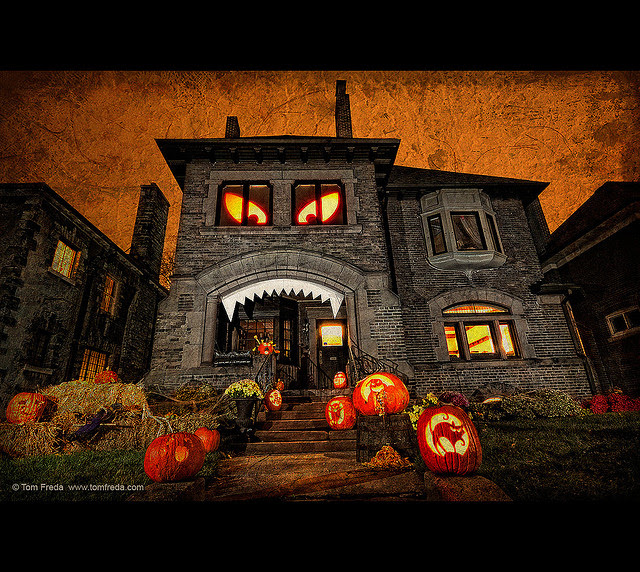 hungry house 11 craziest halloween decorated homes