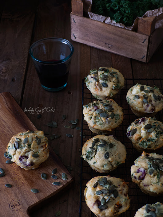 Savoury Kale Sun-dried Tomato Cheese & Olive Muffins {unos muffins salados muy mediterráneos} - Pemberley Cup & Cakes