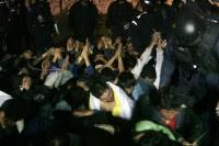 Desalojo de estudiantes en la Normal Vasco de Quiroga en Tiripetío . Foto: Enrique Castro.