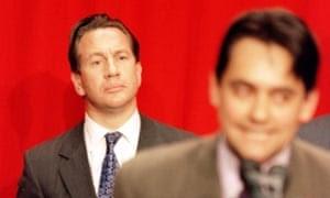 Michael Portillo ακούει νικητήρια ομιλία του Stephen Twigg σε Enfield Southgate στις γενικές εκλογές του 1997.