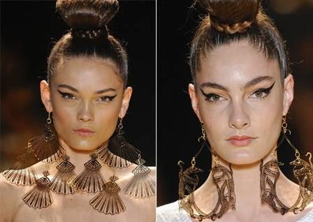 Água de Coco e André Lima desfilaram maxibrincos nas últimas semanas de moda brasileiras, que mostraram o que vem por aí para o verão 2013