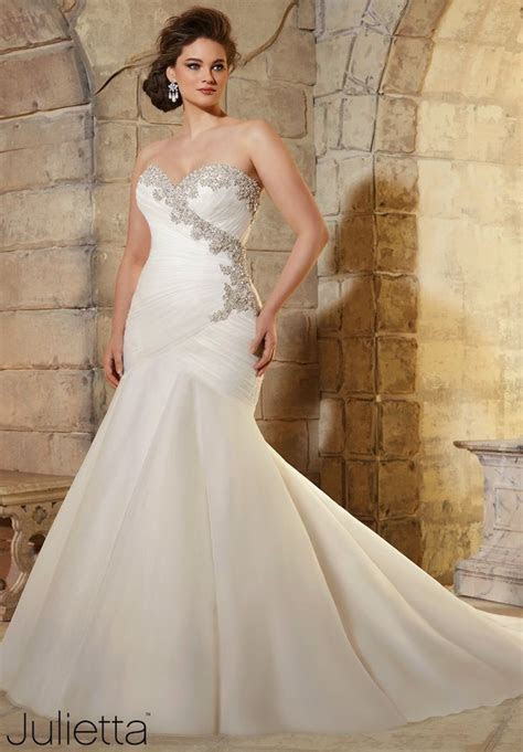 Plus Size Wedding Dresses: A Simple Guide   MODwedding