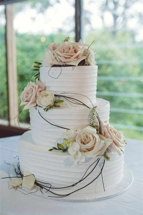 wedding cake, 3 tier, white icing, peach and white flowers